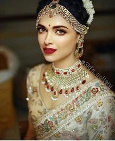 17 Cute Wedding Hairstyles Indian Deepika Padukone To Fuel Your Imagination, Indian Wedding Makeup, Indian Bridal Outfits, Indian Bridal Fashion, Indian Dresses, Bridal Dresses, Indian Bridal Jewelry, Wedding Jewelry For Bride, Indian Makeup, Indian Bridal Wear