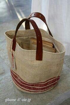 Burlap tote - could be awesome to use old belt Sac Vanessa Bruno, Sac Michael Kors, Grain Sack, Linen Bag, Basket Bag, Fabric Bags, Big Bags, Handmade Bags, Beautiful Bags