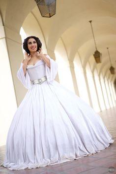 Disney Princess Leia Wedding Gown Custom by RageCostumes on Etsy Cute Wedding Ideas, Wedding Pics, Wedding Gowns, Wedding Stuff, Disney Princess Leia, Starwars, Star Wars Wedding, Geek Wedding, Princesa Leia