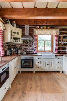Beige Kitchen, Swiss Chalet, Kitchen Styling, Home Fashion, Cottage Style, The Good Place, Flora, Sweet Home, Kitchen Cabinets