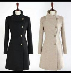 Драповое пальто с воротником-стойкой.