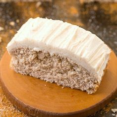 Healthy Flourless Cinnamon Bun Breakfast Cake- The marriage of cake and a cinnamon bun in one! Oatmeal Breakfast Bars, Breakfast Cake, Paleo Breakfast, All You Need Is, Brunch Recipes, Keto Recipes, Healthy Cream Cheese Frosting, Cinnamon Cake, Cake Tasting