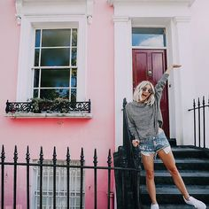 Two new blog posts are up on AspynOvard.com! I shared some pics of our stroll through Notting Hill in London and also a Room Tour! Link to my blog is in my bio 💕 I always loooove getting comments on my blog so if you read the posts you should comment too 😜 I was also going to post about how these shorts from @lucaandgrae that I'm wearing are restocked but then they sold out already because you guys are AMAZING!!! We will restock them again!