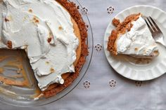 sorry, traditional pumpkin pie, i want this. almost no-bake pumpkin cream pie with maple whipped cream- joy the baker Pumpkin Cream Pie, No Bake Pumpkin Pie, Baked Pumpkin, Pumpkin Recipes, Fall Recipes, Homemade Pumpkin Pie, Pumpkin Pie Spice, Pumpkin Cheesecake, Pumpkin Puree