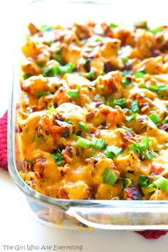 Buffalo Chicken and Potato Casserole - The Girl Who Ate Everything - Buffalo Chicken and Potato Casserole – buffalo flavored chicken and potatoes topped with cheese, bacon, and onions. the-girl-who-ate-… Chicken Potato Casserole, Chicken Potatoes, Casserole Dishes, Seasoned Potatoes, Chicken Bacon, Cracker Chicken, Bacon Potato, Chicken Rice, Lemon Chicken