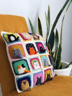 Crochet a Kitty-Cat Granny Square Pillow … So Many Cats … All The Cats! - Crochet a Kitty-Cat Granny Square Pillow … So Many Cats … All The Cats! Chat Crochet, Crochet Motifs, Easy Crochet Patterns, Free Crochet, Crochet Pillow Pattern, Pillow Patterns, Crochet Cushions, Afghan Patterns, Crochet Crafts
