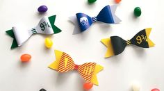 Free Printable DIY Harry Potter Paper Bows to create a wizard costume accessory, decorate your Harry Potter party or decorate a wrapped gift package. #harrypotter #DIY #papercraft #paperbow #party #kidscrafts #lovelyplanner Harry Potter Free, Harry Potter Crochet, Harry Potter Christmas, Harry Potter Birthday, Diy Paper, Paper Bows, Paper Crafts, Harry Potter Printables, Diy Accessories
