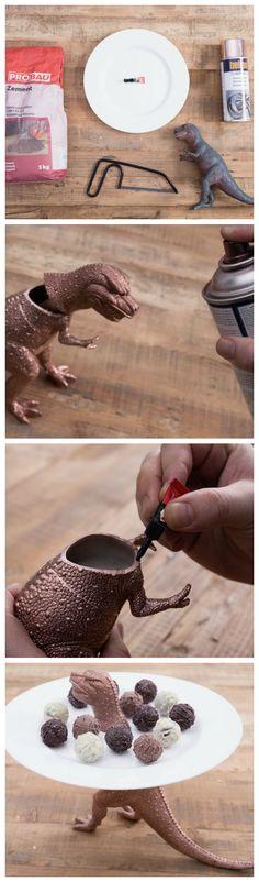 Kostenlose Anleitung: Dinomäßige Leckerei mit der selbstgebauten Etagere / free diy tutorial: metallic dinosaur used as tier stand, whatnot, do it yourself via DaWanda.com
