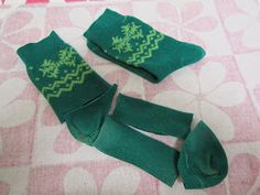 American Girl Doll Play: Making Valentine's Day Socks, Leg-Warmers and Hairbands From a Pair of Socks! Doll Sewing Patterns, Doll Clothes Patterns, Clothing Patterns, Girl Doll Clothes, Barbie Clothes, Girl Dolls, How To Make Boots, Vestidos Nancy, American Girl Doll Shoes