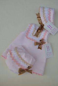 Baby Girl Dress Patterns, Baby Dress Design, Frock Fashion, Kids Fashion, Kurti Neck Designs, Pakistani Dresses, Beautiful Babies, Baby Knitting, Doll Clothes