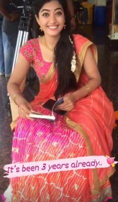 Leaves Wallpaper, Vijay Devarakonda, Autumn Leaves, Sari, Actresses, Princess, Celebrities, Happy, Cute