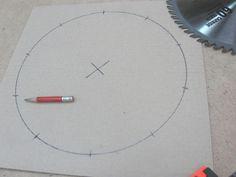 Divide Circles Into Equal Parts / Diviser des cercles en parties égales Woodworking Techniques, Woodworking Jigs, Woodshop Tools, Equality, Divider, Circles, Parties, Workshop Ideas, Index