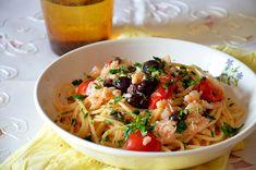 I Vermicelli con baccalà olive nere e pomodorini sono un primo piatto di pasta dal sapore ricco e intenso, un piatto perfetto per i giorni di festa.