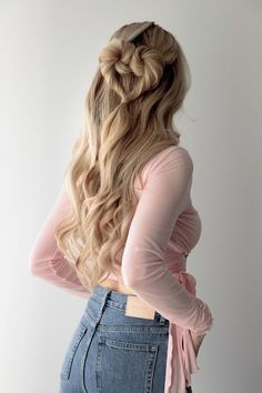 25+ Pretty Long Hairstyles To Love This Summer For All Hair Types whether curly, wavy, or straight hair | Looking for braids hairstyles, twisted ponytails, messy buns, side braids hairstyle, half updo Hairstyles to wear for school or while going out or offices? Here are my favorite long hairstyles for stunning long hair for women and teens whether brunettes or having blonde hair. #longhairstyles #longhair #hairstyles Valentine's Day Hairstyles, Luxy Hair Extensions, Sophisticated Hairstyles, Medium Long Hair, Heart Hair, Aesthetic Hair, Hair Dos, Hair Type, Hair Lengths