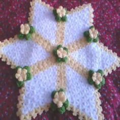 This Pin was discovered by azi Loom Board, Crochet Bedspread, Holiday Decor, Handmade, Home Decor, Tweet Tweet, Youtube, Log Projects, Crochet Accessories