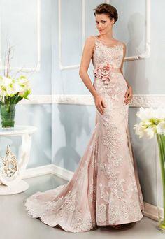 Vestido de noiva em renda sobre tule