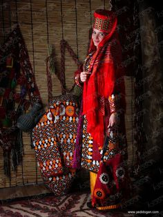 Central Asian Traditional Costumes Tribes Of The World, People Around The World, Ethnic Chic, Ethnic Fashion, Folk Costume, Costumes, Character Inspiration, Fashion Inspiration, Royal Red