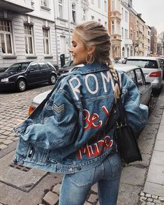 Discovered by Vogue. Find images and videos about girl, fashion and indie on We Heart It - the app to get lost in what you love. Winter Fashion Outfits, Look Fashion, 90s Fashion, Trendy Fashion, Street Fashion, Fashion Pics, Fashion Stores, Girl Fashion, Fashion Trends