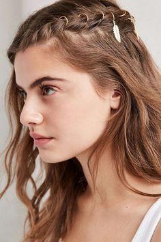 halboffene flechtfrisur mit haarringen feder boho flair #hair #hairstyles