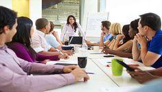 Apresentações em público preocupam você? Você sabia que falar em público e expor-se em reuniões são alguns dos maiores medos vivenciados pelas pessoas no mundo corporativo.