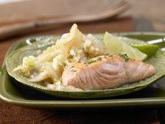 Gebratener Chinakohl - mit Lachsfilet - smarter - Kalorien: 238 Kcal - Zeit: 35 Min.   eatsmarter.de Lachs und Chinakohl passen gut zusammen.
