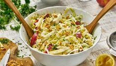 Ein tolles Salat Rezept für jeden Anlass: der Spitzkohlsalat von MAGGI. Mit Äpfeln und Walnüssen.