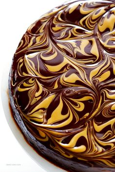 Peanut Butter Flourless Chocolate Cake (Made with just 5 easy ingredients, and so rich and delicious! Food Cakes, Cupcake Cakes, Cupcakes, Just Desserts, Delicious Desserts, Cake Recipes, Dessert Recipes, Flourless Chocolate Cakes, Silvester Party