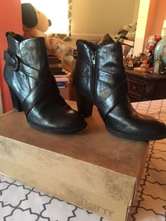 28b03482053 Womens Used ankle boots Brand Born Size 7 USA Color Black Side Zipper   fashion
