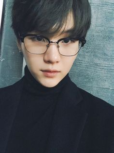 min yoongi is a fan of the famous park jimin a singer and dancer. yoongi has a fan account for park jimin and one day it catches Jimins eye. Suga Suga, Min Yoongi Bts, Bts Bangtan Boy, Bts Jimin, Namjoon, Taehyung, Yoonmin, Foto Bts, Bts Photo