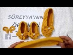 ÇOK ŞIK İKİLİ PATİK YAPIMI / KOMBİN / ÖRME TABAN - YouTube Crochet Slipper Pattern, Crochet Slippers, Yeezy Outfit, Pop Corn, Chrochet, Knitting Yarn, Crochet Baby, Black Shoes, Free Pattern