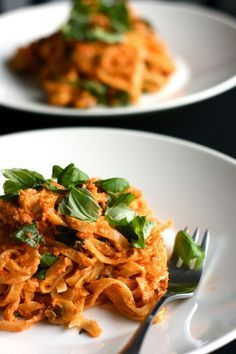 Tomaatti-cashewpasta by Chocochili Vegan Recipes Easy, Raw Food Recipes, Veggie Recipes, Vegetarian Recipes, Cooking Recipes, Clean Eating Recipes, Healthy Eating, Healthy Foods, Pesco Vegetarian