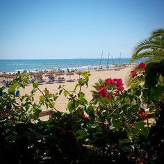 Últimos días de #agosto para disfrutar de las #vacaciones. #Felizfinde desde #Benicàssim #playa #yoga #libertad