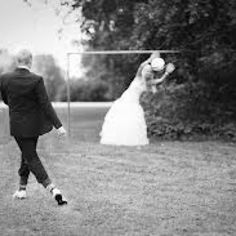 oh my gosh so cutee. Soccer Wedding, Quince Pictures, Soccer Photography, Soccer Theme, Volleyball Pictures, Ring Shots, Quinceanera Ideas, Instagram Worthy, Sport Girl