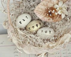 tiny easter eggs...so sweet and wanna make this Spring