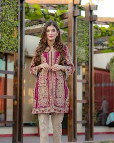 Funky Outfits, Ethnic Outfits, Pakistani Wedding Dresses, Pakistani Outfits, Semi Formal Dresses, Formal Wear, Desi Wear, Outfit Trends, Indian Ethnic Wear