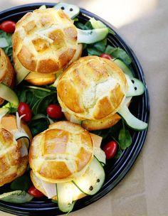 Lossándwiches y bocadillos son sin duda una de lasrecetas para fiestas que más solemos ver en cumpleaños infantiles, por eso hoy os traemos6 bocadillos ...