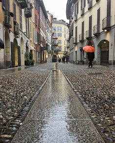 Chi ha detto che son brutte le giornate di pioggia? Oggi ho stretto la mano a Steve McCurry 💦☔️ . . . #Vsco #shotaward #princely_shotz #phototag_it  #exklusive_shot  #ig_worldclub  #igworldclub #exploreeverything  #igglobalclub  #superhubs_power  #perspective  #MilanoLovesStreetart #Milano #milano4you #gf_italy #vzcomood  #ig_italia  #rsa_streetview #tv_pointofview #tv_living  #ig_energy  #igersmilano #huffpostgram  #beautifulmatters #citycenter #meetmccurry16 #meetmccurrymilano