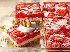 Easy Strawberry Cheesecake Bars - perfect for feeding a crowd at picnics, BBQ's and potlucks. Just a few ingredients and little time to whip up this tasty dessert. Strawberry Pretzel Salad, Strawberry Desserts, Strawberry Cheesecake, Cheesecake Bars, Strawberry Shortcake, Paula Deen, Rhubarb Custard Bars, Pie Recipes, Dessert Recipes