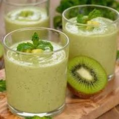 A refreshing green smoothie with a tang. Healthy Habits, Healthy Recipes, Yummy Smoothies, Recipe Of The Day, Vegan Vegetarian, Panna Cotta, Food And Drink, Meals, Breakfast