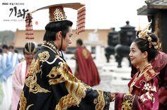 Korean Traditional, Traditional Outfits, Choi Daniel, Baek Jin Hee, The Flowers Of Evil, Empress Ki, Korean Dress, Moon Lovers, Ji Chang Wook