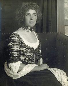 Sonia Knips - a model for Klimt - photographed at the Flöge Salon in a Reform dress and collar designed for her by Koloman Moser, c. Gustav Klimt, Koloman Moser, Blue Lantern, Gibson Girl, Collar Designs, Portraits, Women Life, Belle Epoque, Whistler