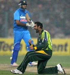 Shoaib Malik erupts after taking a wicket, India v Pakistan, 2nd ODI, Kolkata, January 3, 2013