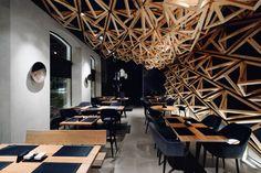 Construido en 2016 en Saint Petersburg, Rusia. Imagenes por Fedor Goreglyad          , Boris Lvovskiy . Un pequeño bar de sushi, que forma parte de la red KIDO, está situado en uno de los distritos de San Petersburgo.  En este proyecto era muy...