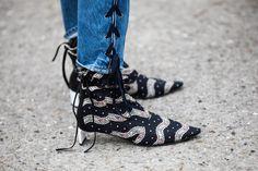 Street style à la Fashion Week automne-hiver 2017-2018 de Paris