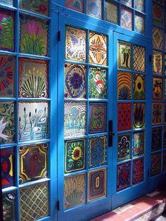 porta com vidros pintados