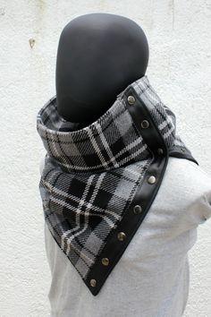 Articles similaires à Écharpe unisexe. Bouton pression col, Extra large,  mélange de coton à carreaux en gris, blanc et noir. D hiver pour homme, ... de181fd6700