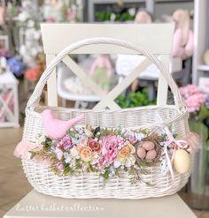 Easter Baskets, Gift Baskets, Easter Crafts, Fun Crafts, Chandelier Wedding Decor, Angel Crafts, Altered Boxes, Basket Decoration, Easter Wreaths