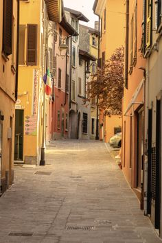 Desenzano alley. Italy. #GardaConcierge www.gardaconcierge.com