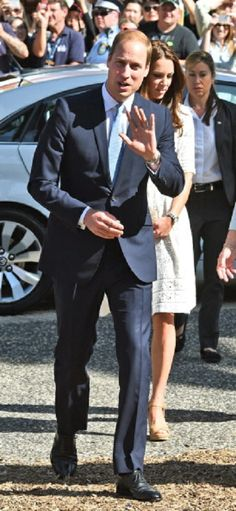 Britain's Prince William (L) and his wife Catherine (C) enter the Sydney Royal Easter Show in Sydney 18.04.14.