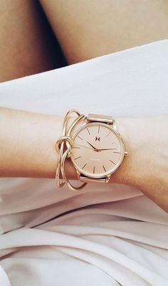 Hermosa Rose gold errythang Move over diamonds, because the Hermosa watch from MVMT is a girl's new best friend! Accessorize your favorite outfits with this stunning timepiece today. Bracelet Cuir, Bangle Bracelets, Bracelet Watch, Bangles, Mvmt Watches, Watches For Men, Wrist Watches, Woman Watches, Gold Watches Women